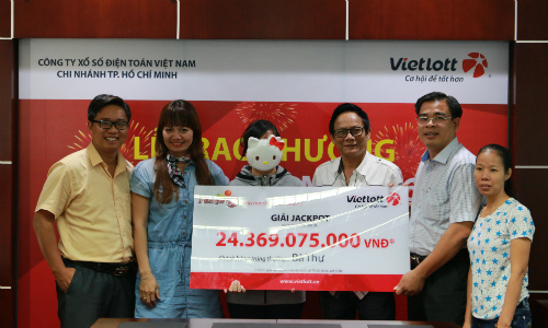 Người phụ nữ nhận giải 24,3 tỷ đồng từ Vietlott