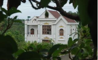 Trần tình của Phó Ban nội chính tỉnh Đắk Lắk chạy xe ôm xây được biệt thự