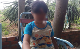 """Bé gái 11 tuổi bị cha và ông nội xâm hại: """"Tôi sẽ nuôi cháu đến hết nổi thì thôi"""""""