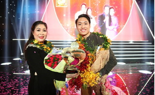 NSND Hồng Vân và con trai giành giải nhất