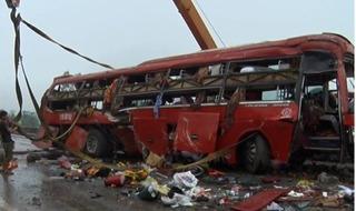 Clip vụ tai nạn ở Hà Tĩnh khiến 2 người chết, hàng chục người bị thương