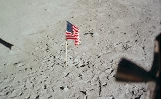 Số phận của những lá cờ được Mỹ cắm trên Mặt Trăng ngày ấy bây giờ ra sao?