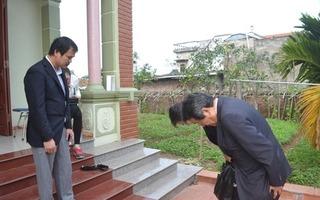 Đại sứ Nhật Bản cúi gập người xin lỗi gia đình bé gái Việt bị sát hại thương tâm