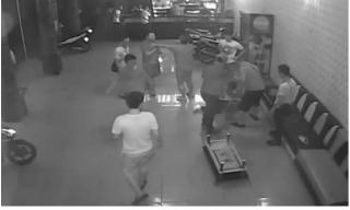 Nhân viên quán karaoke bị tấn công khi can ngăn khách dùng ma túy