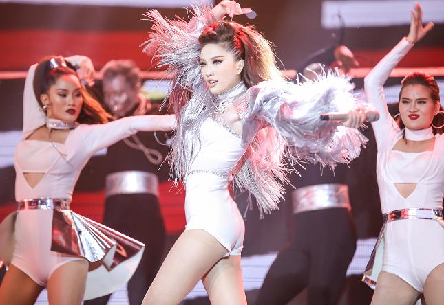 Bảo Thy tung hit mới ''Là con gái phải xinh'' 2