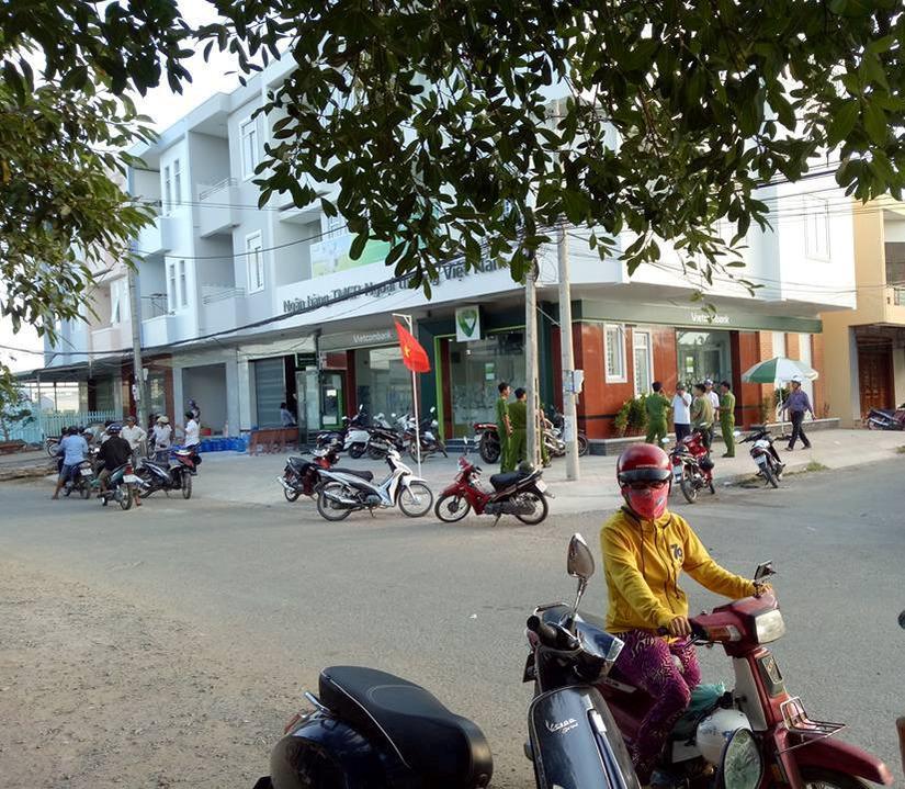 Hiện trường vụ cướp ngân hàng Vietcombank ở Trà Vinh