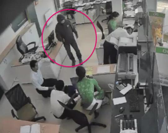 Nghi phạm gây ra vụ cướp ngân hàng cao trên 1m70