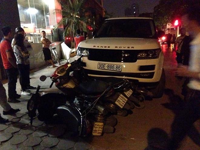 Hoàng tử Vinhomes David Linh cướp xe Range Rover 3