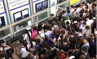 Nghẹt thở cảnh chen lấn tại các bến xe Hà Nội trong ngày đầu nghỉ lễ