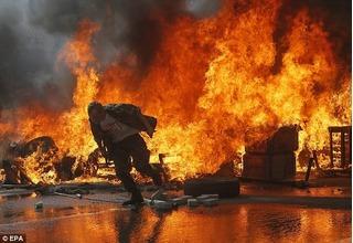 Thiêu người quá béo, cả nhà tang lễ phút chốc chìm trong biển lửa