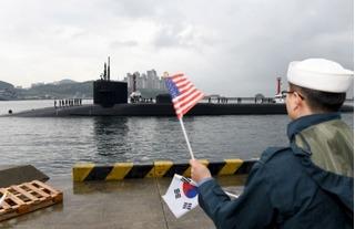 Triều Tiên dọa nhấn chìm tàu ngầm Mỹ, Nhật cử tàu sân bay ra bảo vệ