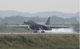 Sức mạnh của máy bay ném bom tàng hình B-1B Mỹ khiến Triều Tiên nổi giận
