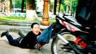 Miếng băng dính y tế và hành trình lật mặt kẻ cướp dùng dao khống chế phụ nữ đi đường