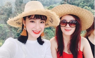 Ngỡ ngàng nhan sắc trẻ đẹp thách thức thời gian của mẹ Angela Phương Trinh