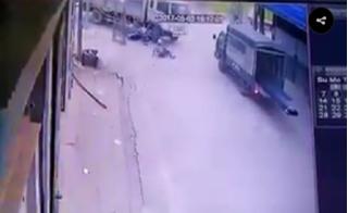 Clip nam thanh niên lao xe với tốc độ