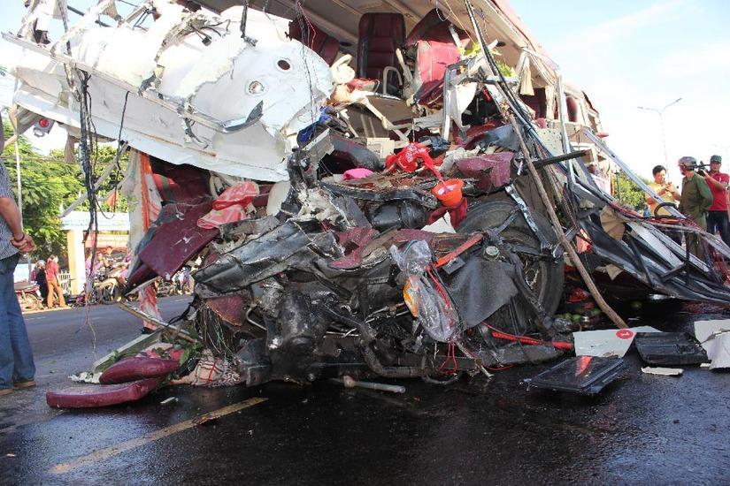 Hiện trường vụ tai nạn giao thông làm 13 người chết