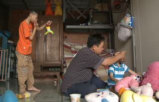 Cẩm Ly, Trấn Thành thắt lòng trước tình phụ tử cao đẹp của người bố có hai con bị teo não