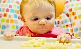 Muốn trẻ khỏe mạnh từ nhỏ, mẹ phải tuyệt đối không cho con ăn 8 món này dưới 1 tuổi