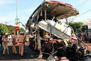 Vụ tai nạn làm 13 người tử vong ở Gia Lai: Có thể xe tải kẹt ga hoặc mất phanh?