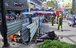 """Hai người nhập viện cấp cứu vì """"hung thần"""" chở tôn trong nội đô Sài Gòn"""