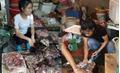 Thực hư thông tin chính quyền ngăn cản không cho người phụ nữ bị hắt dầu nhớt bán thịt lợn ở chợ