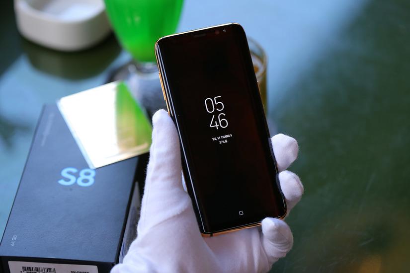 Samsung Galaxy S8 mạ vàng 1