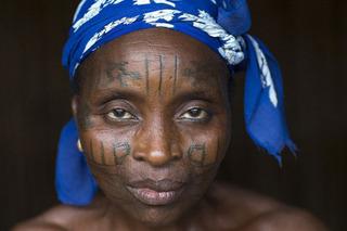 Vén màn bí ẩn về bộ tộc sẵn sàng rạch mặt để tạo nét đẹp kiêu sa