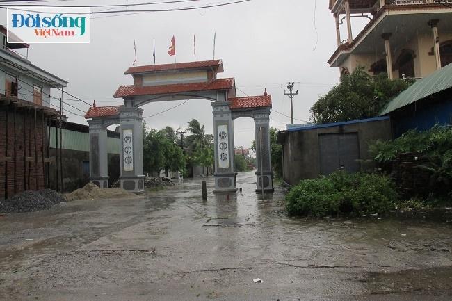 Cổng làng Kinh Triều