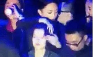 Clip Tóc Tiên vò đầu bứt tóc Tiên Tiên ngay giữa sự kiện đông người