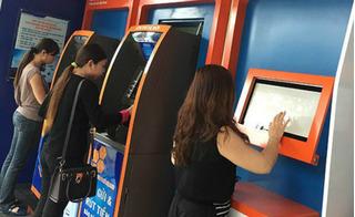 Cạy phá cây ATM và dùng hung khí tấn công bảo vệ khi bị phát hiện
