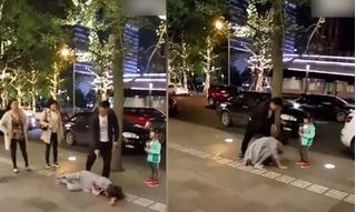 Bé con lao vào ngăn bố đánh đập mẹ giữa đường trong nỗi hoảng loạn tột cùng
