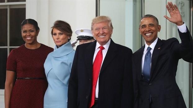Tại sao phu nhân Melania Trump từ chối nắm tay ông Donald Trump? 2