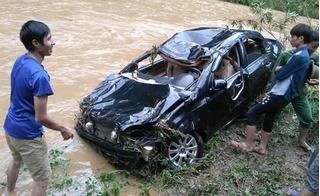 Một cán bộ trường THCS bị lũ cuốn trôi cả người lẫn xe ô tô