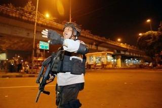 Lại xảy ra đánh bom liều chết ở Indonesia: 3 cảnh sát thiệt mạng