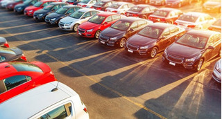 Mua ôtô ra khỏi showroom mất trăm triệu, khách phát hoảng