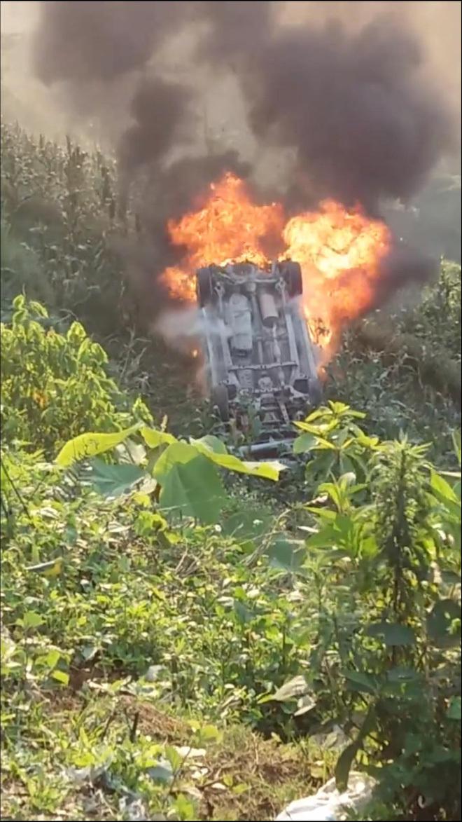 Tai nạn cháy xe ô tô ở Sapa 1