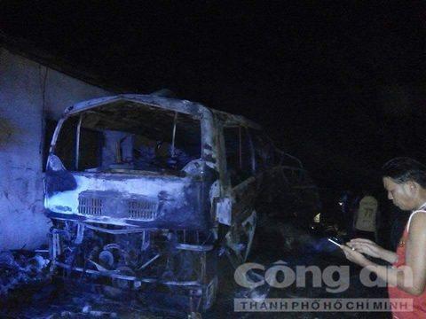 Hiện trường vụ xe khách bốc cháy ở Lào khiến 4 người thương vong