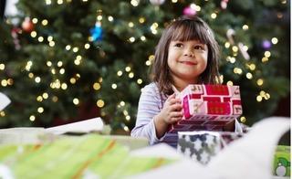 Mách bố mẹ cách mua quà 1/6 cho bé phù hợp với từng độ tuổi