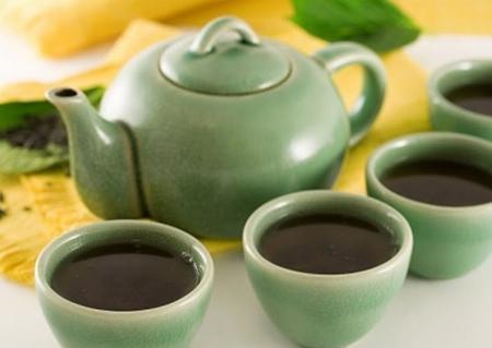 uống trà đăc