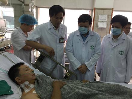 Bệnh nhân nghi bị sốc phản vệ đang được điều trị tại BV Bạch Mai