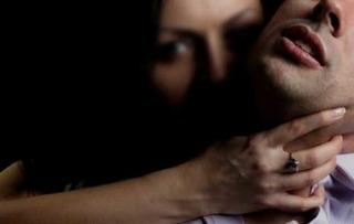 Chuyến taxi định mệnh của chàng trai bị 3 phụ nữ cưỡng hiếp không ngừng nghỉ