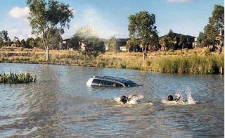 Mẹ ruột lái ô tô chở 4 con lao đầu xuống hồ với mong muốn