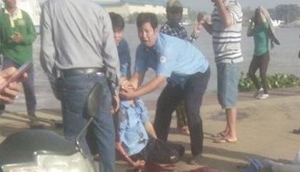 Nhân viên bến phà bị chiếc ô tô đâm tử vong