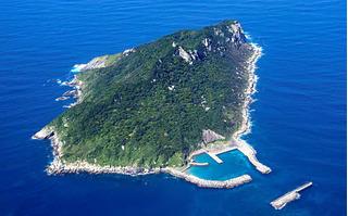 Hòn đảo bí ẩn ở Nhật Bản, nơi phụ nữ bị cấm tới