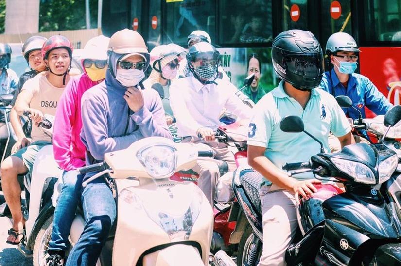 Tình trạng nắng nóng ở Thủ đô khiến người dân kêu trời