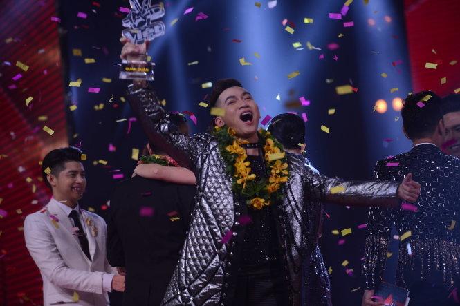 Quán quân The Voice 2017 Ali Hoàng Dương là ai 2