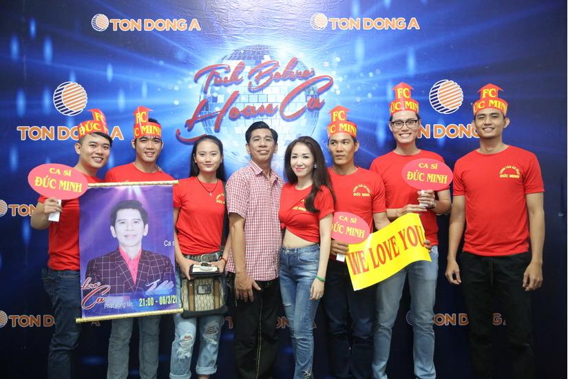 Đức Minh và học trò trong đêm chung kết chương trình Tình Bolero Hoan Ca