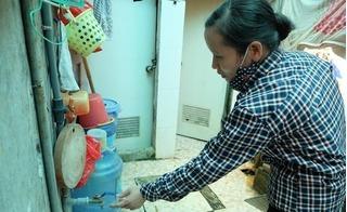 Ngay giữa Thủ đô, 4 người trong một gia đình phải đợi nhau đi vệ sinh mới dám xả nước