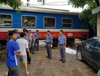 Một phụ nữ băng qua đường sắt bị tàu hỏa tông tử vong