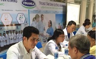 Vinamilk sure prevent cùng hội thể dục dưỡng sinh TP.HCM chăm sóc sức khỏe cho 3000 người cao tuổi